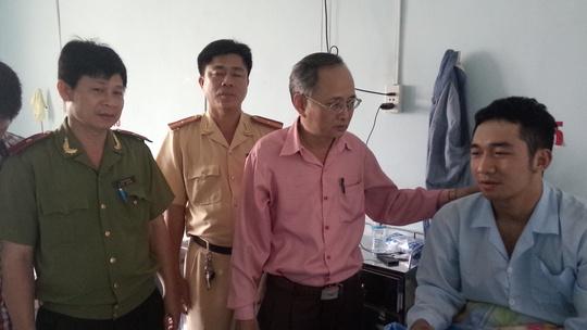 Công an quận 6 thăm thượng sĩ Đạt