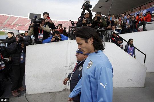 Hung tin từ vụ tai nạn có thể khiến Cavani mất tập trung trước trận tứ kết với chủ nhà Chile