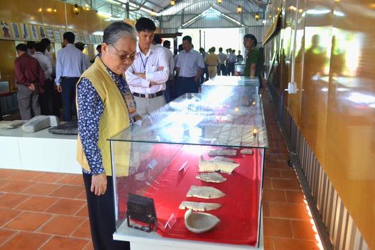 Các hiện vật được trưng bày cho khách đến chiêm ngưỡng