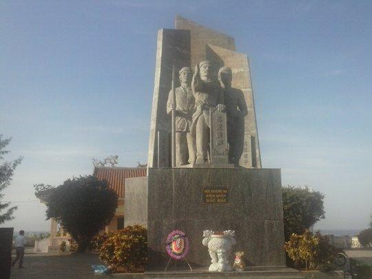 Tượng đài đội Hoàng Sa kiêm quản Bắc hải trên đảo Lý Sơn - nơi lưu giữ nhiều tài liệu, hiện vật liên quan đến chủ quyền Hoàng Sa của Việt Nam