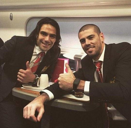 Falcao và thủ môn Valdes trên mạng xã hội Instagram sau trận