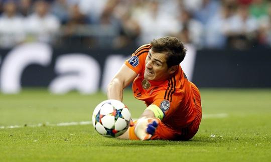 Thủ môn Casillas sang Porto khiến nhiều người bất ngờ