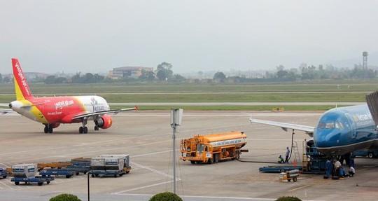 Nhiều chuyến bay bị hủy vì sân bay Cát Bi đóng cửa sửa chữa đường băng