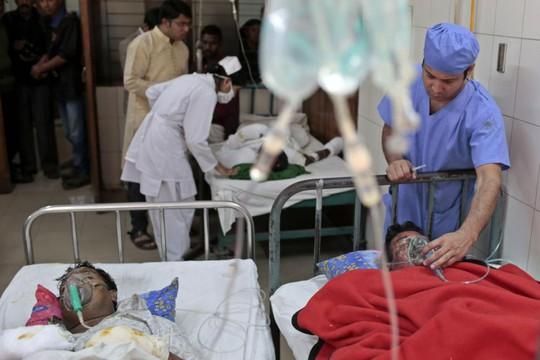 Những nạn nhân trong cuộc tấn công bom xăng khác ngày 3-2. Ảnh: AP