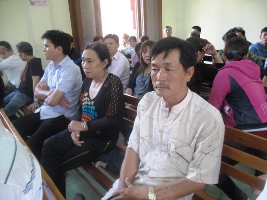 Cha mẹ Trần Thị Hải Yến dự phiên tòa .