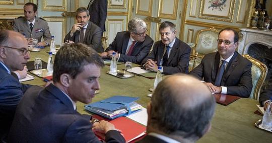 Hội đồng Quốc phòng Pháp họp vào sáng sớm 24-6 để bàn cách xử lý vụ NSA nghe lén Ảnh: LE MONDE