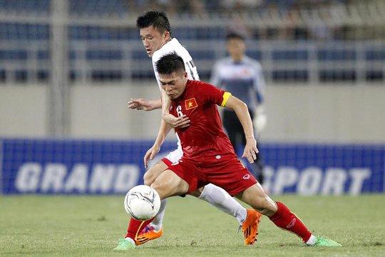 Minh Châu chơi chắc chắn trong vai trò tiền vệ phòng ngự