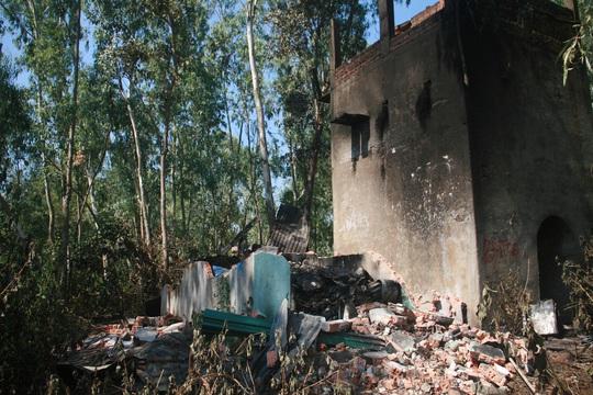 Ngôi nhà nhỏ của bà Phương được chính quyền địa phương xây dựng năm 2010 bên lò gạch cũ bị thiêu rụi