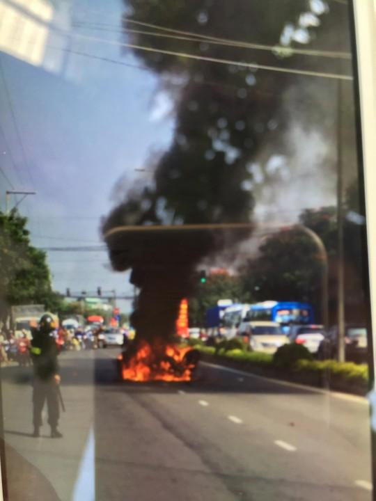 Cháy nổ xe ngay trên Quốc lộ 60, thuộc địa phận TP Mỹ Tho