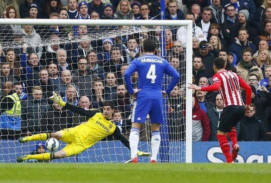 Tadic (11) gỡ hòa từ chấm 11 m cho Southampton