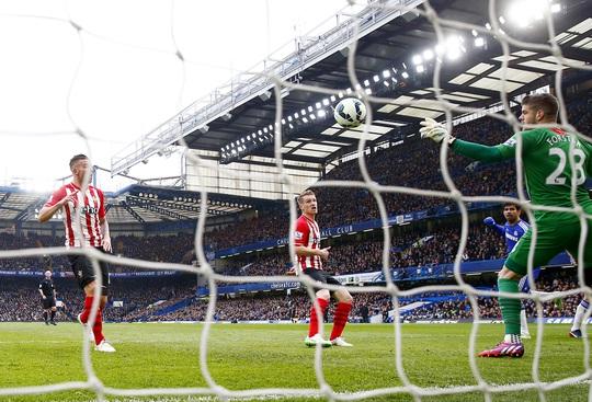 Bàn mở tỉ số của Diego Costa ở phút 11