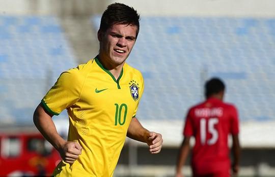 HLV Mourinho đang Brazil hóa đội hình của mình
