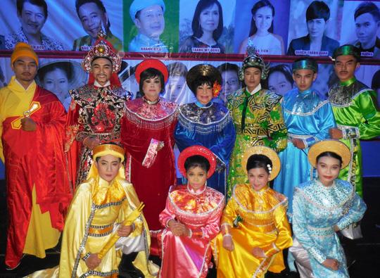 NSƯT Thanh Kim Huệ giúp đỡ ca sĩ trẻ bệnh ung thư