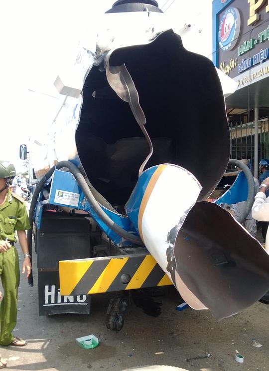 Chiếc bồn vỡ tung sau vụ nổ