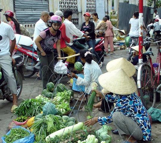 Chợ hẻm Sài Gòn tuy ngheo, tuy luộm thuộm nhưng luôn thắm đẫm tình người nếu bạn là người năng đến chợ để tìm hiểu và chứng kiến - Ảnh: minh họa