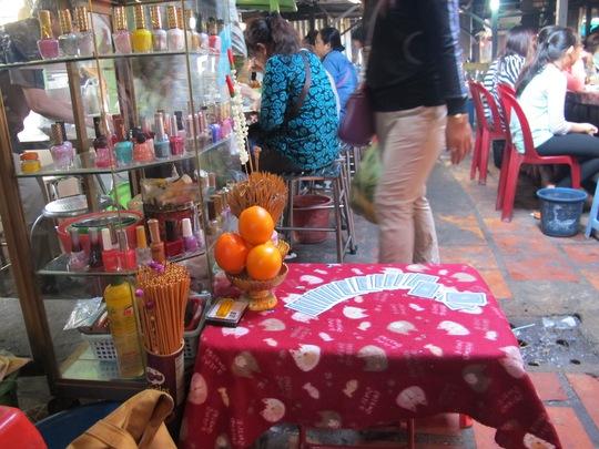Nhiều bàn bói toán ở chợ này