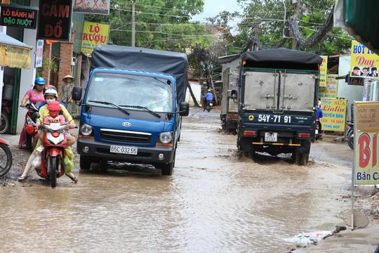 Tai nạn luôn chực chờ trên tuyến đường Bà Điểm 7 (xã Bà Điểm, huyện Hóc Môn, TP HCM)