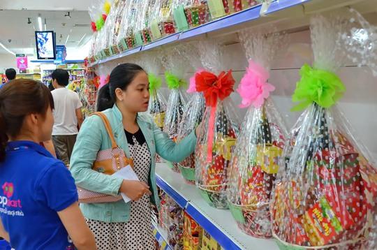 Giỏ quà Tết đang được bày bán nhiều tại các siêu thị ở TP HCM Ảnh: Tấn Thạnh