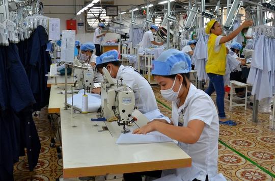 Sản xuất áo xuất khẩu tại Tổng Công ty CP May Việt Tiến Ảnh: TẤN THẠNH