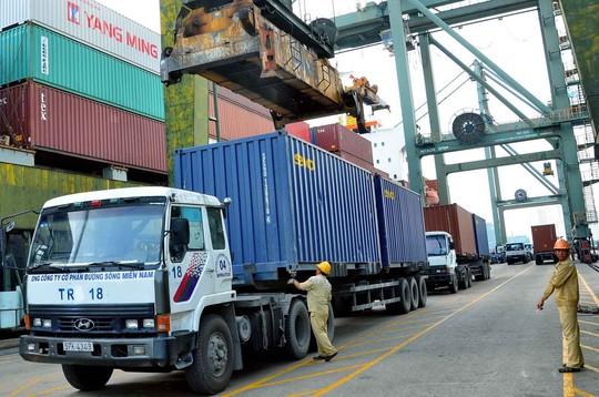 Xuất khẩu hàng hóa qua cảng Sài Gòn Ảnh: Tấn Thạnh