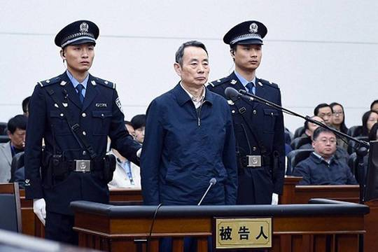 Cựu Chủ tịch Tập đoàn Dầu khí quốc gia Trung Quốc Tưởng Khiết Mẫn tại phiên xử hôm 13-4.Ảnh: SCMP