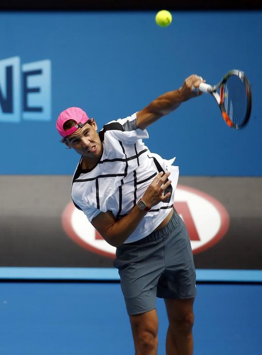 Nadal gần đây bị cho là giao bóng thiếu lực Ảnh: REUTERS