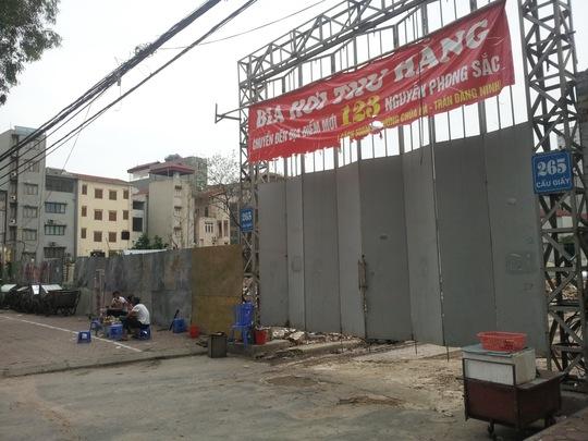 Công trình hỗn hợp nhà ở, văn phòng tại số 265 Cầu Giấy hiện vẫn nợ tiền sử dụng đất 93 tỉ đồng Ảnh: Trung Nguyên