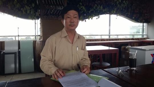 Ông Trương Duy Linh đang trình bày sự việc tại Báo Người Lao Động