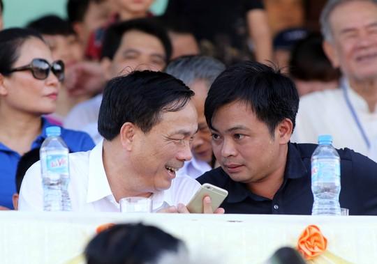 Chủ tịch mới của Thanh Hóa, ông Doãn Văn Phương (phải)Ảnh: Hải Anh