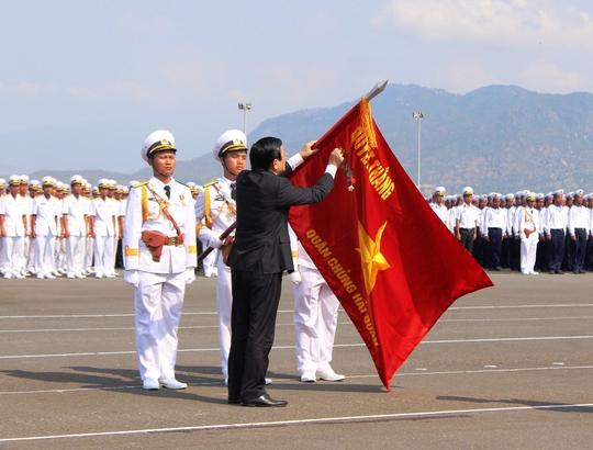Chủ tịch nước trao tặng danh hiệu anh hùng cho Hải quân Việt Nam