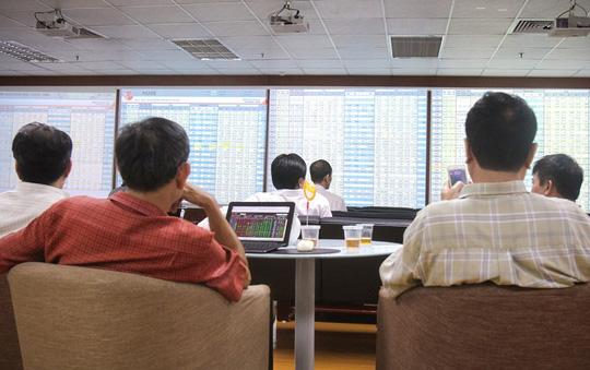 Thị trường chứng khoán chiều 19-8 phản ứng tích cực với thông tư hướng dẫn việc nới room cho nhà đầu tư ngoại. Ảnh: Hoàng Triều