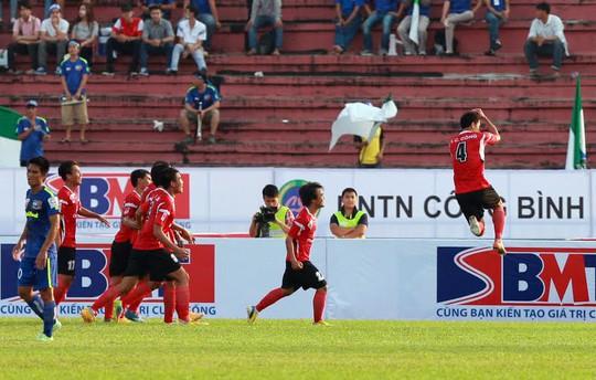 Chí Công ăn mừng bàn thắng kiểu Cristiano Ronaldo