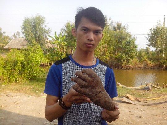 Anh Hoàng và củ khoai có hình dạng giống bàn tay người