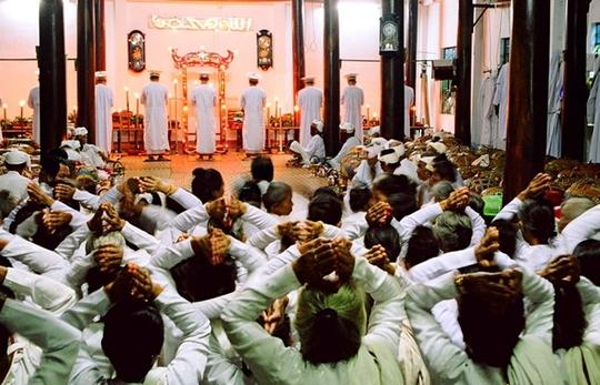 Các chức sắc Hồi giáo tổ chức khai lễ Ramưwan tại thánh đường