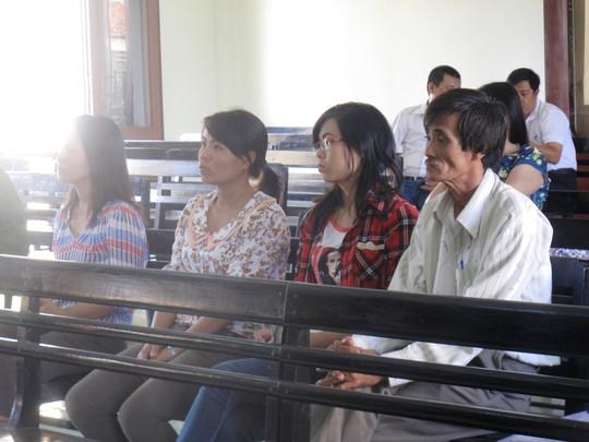 Sau 12 năm gửi đơn đi khắp nơi giờ cha con ông Nguyễn Đức Trung mới được tòa tuyên trả lại nhà