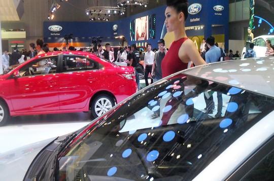 Với biểu thuế nhập khẩu ô tô nguyên chiếc như hiện nay, giá xe khó được giảm trong năm nay -Ảnh minh họa: Hùng Lê