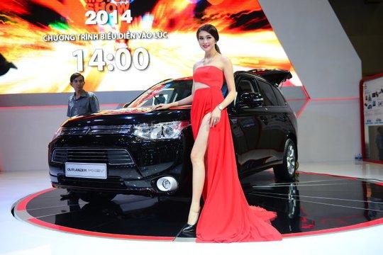 Một PG tại một cuộc triển lãm ôtô Việt Nam năm 2014 - Ảnh: Q.Định