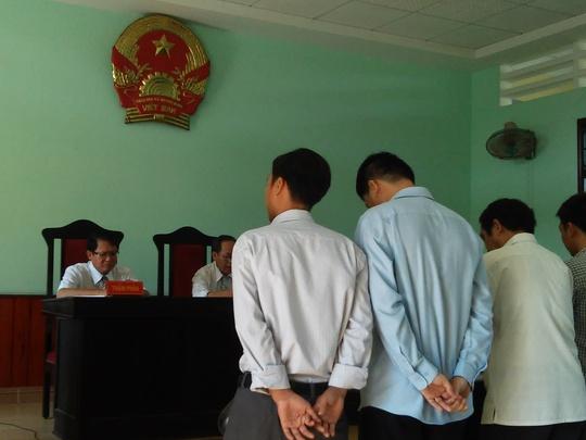 Đại diện nguyên đơn và bị đơn tại phiên tòa xét xử phúc thẩm, sáng 26-5