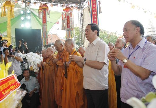 Đại tướng Trần Đại Quang, Bộ trưởng Bộ Công an dâng hương tưởng nhở các liệt sĩ