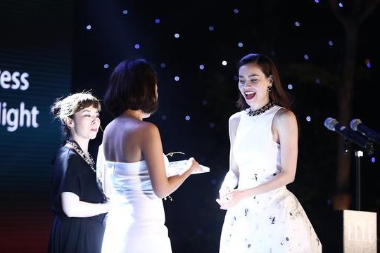 Hà Hồ lên sân khấu lần hai