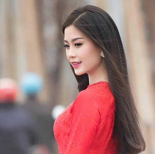 Á hậu Việt Nam mách mẹo giữ dáng ngày Tết
