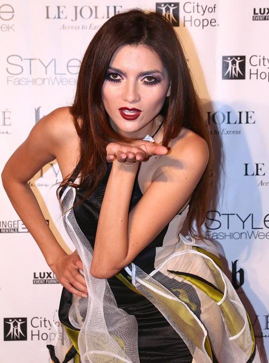 Diễn viên Blanca Blanco trong trang phục của Quỳnh Paris