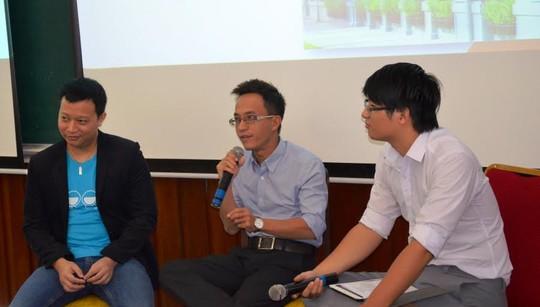 Diễn giả chia sẻ kinh nghiệm khởi nghiệp với sinh viên tại ngày hội
