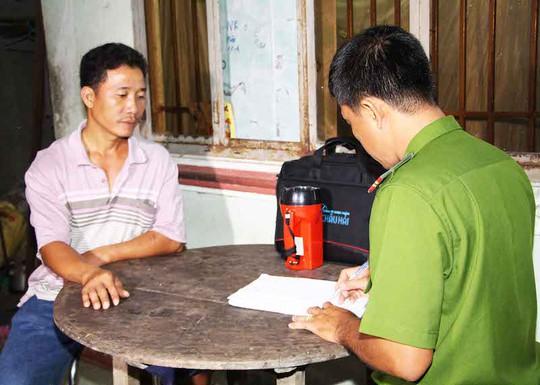 Đối tượng Huỳnh Thanh Long khai nhận với cơ quan điều tra. Ảnh: Công an Vĩnh Long.