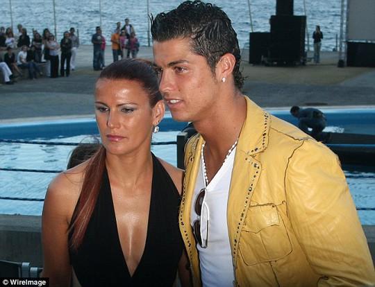 Ronaldo và chị gái Elma