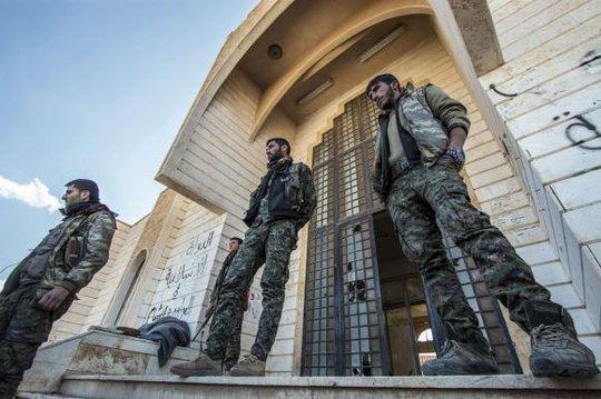 Người Kurd cáo buộc IS dùng clo như vũ khí hóa học. Ảnh: Reuters