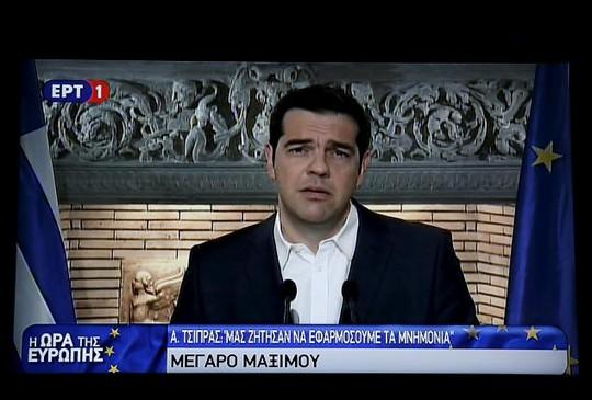 Thủ tướng Alexis Tsipras thông báo về việc tổ chức trưng cầu dân ý trước đó