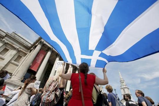 Người dân Hy Lạp tham gia trưng cầu dân ý. Ảnh: Reuters