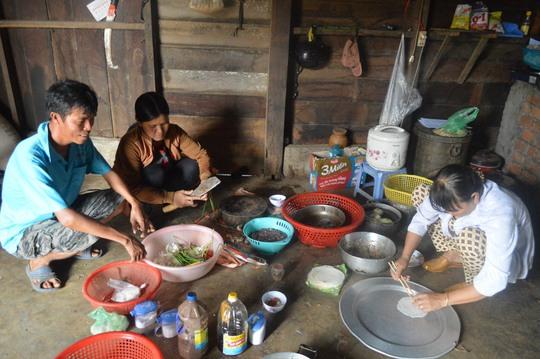 Nhà nghèo ăn mì gói, trúng thưởng 3 cây vàng