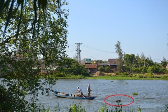 Thi thể nam thanh niên được những ngư dân phát hiện đang trồi trên sông Bàn Thạch
